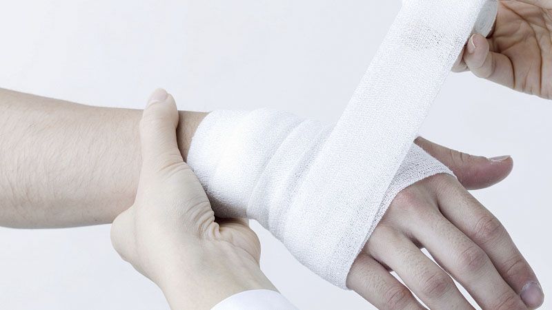 Correct use of medical gauze bandage